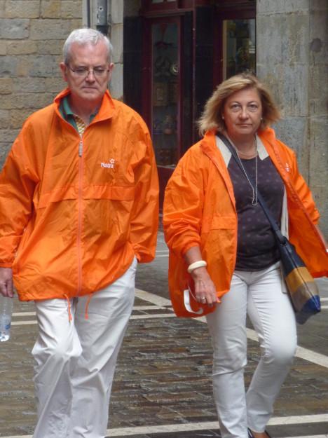 Dolo y Javier de naranja