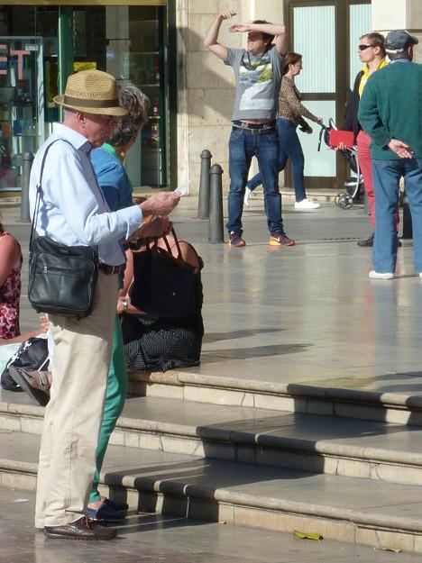 sombrero, bolso y plano
